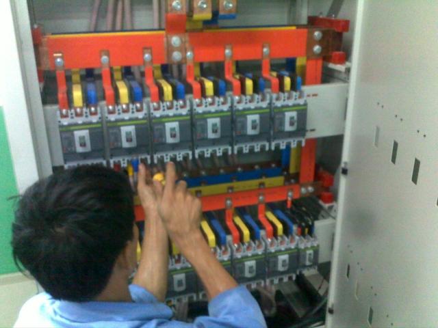 Lắp đặt tủ điện trung tâm